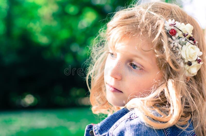 Download Mooi blond meisje stock afbeelding. Afbeelding bestaande uit kind - 54085059