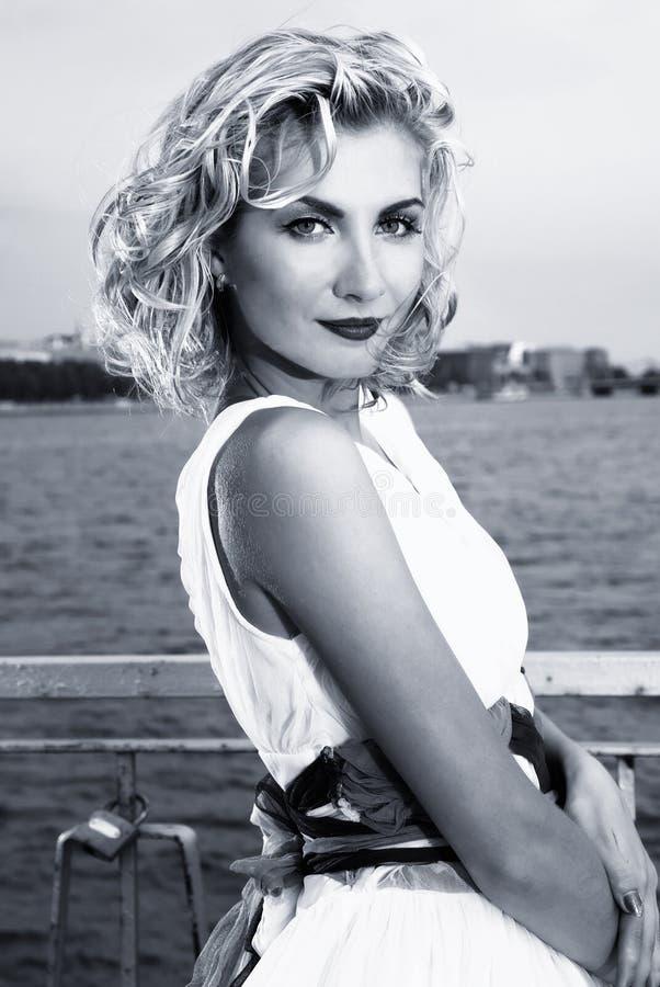 Mooi blond meisje royalty-vrije stock foto