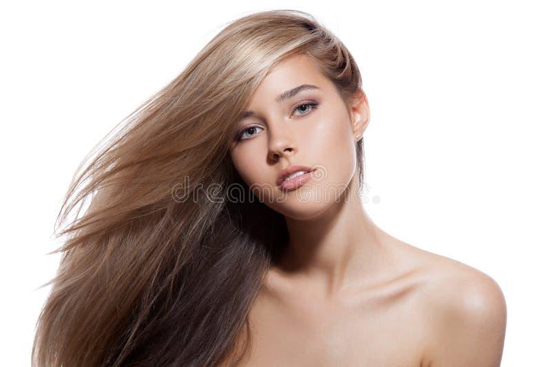 Mooi blond meisje Gezond Lang Haar Witte achtergrond royalty-vrije stock afbeeldingen