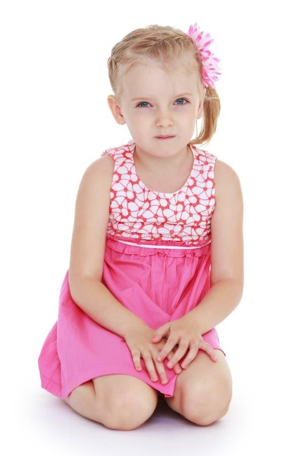 Mooi blond wit-gevild meisje binnen royalty-vrije stock foto