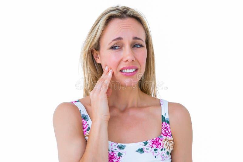 Mooi blonde die tandenpijn krijgen royalty-vrije stock foto