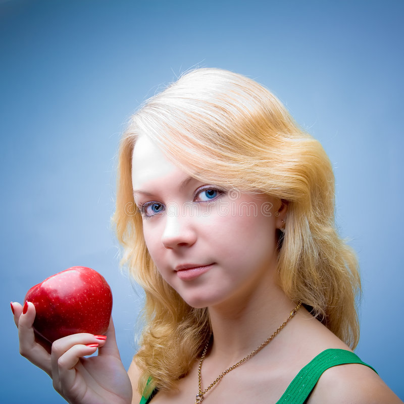 Mooi blonde meisje op gezond dieet royalty-vrije stock fotografie