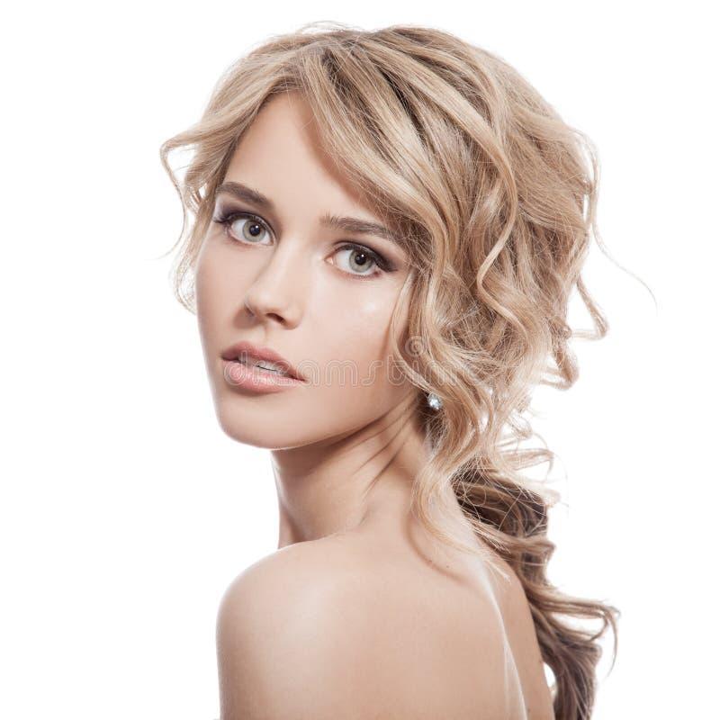Mooi Blondemeisje. Gezond Lang Krullend Haar. stock fotografie