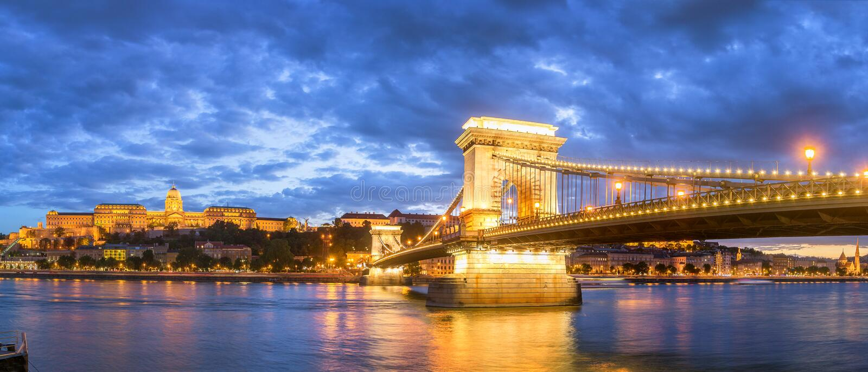 Mooi Boedapest bij Nacht stock foto