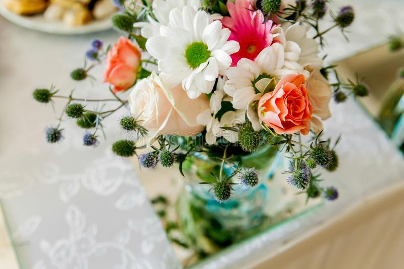 Mooi boeket van bloemen van rozen stock afbeelding