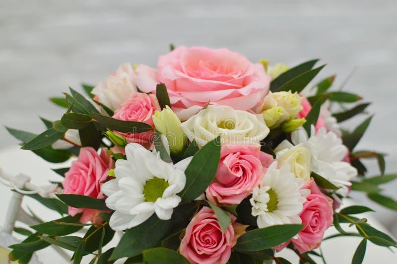 Mooi boeket van kleurrijke bloemen royalty-vrije stock fotografie