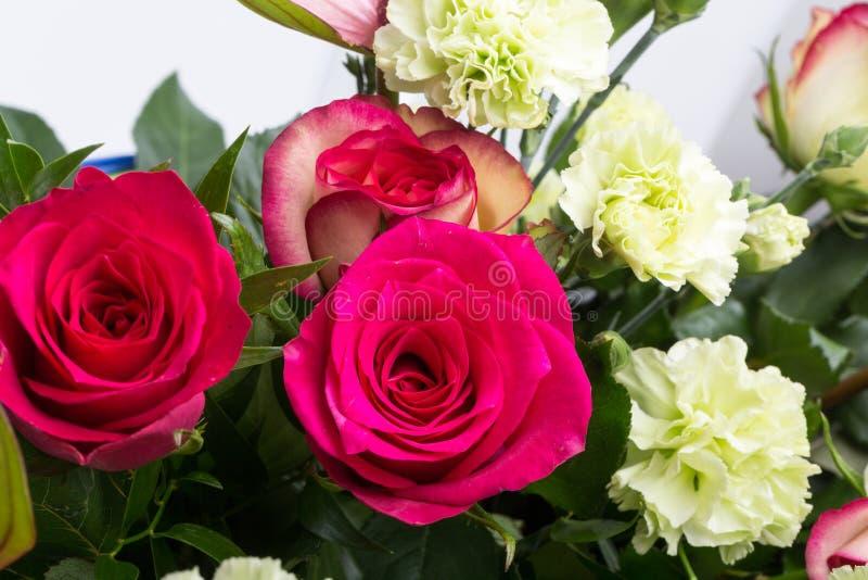 Mooi boeket van verse rode rozen en anthurium royalty-vrije stock afbeelding