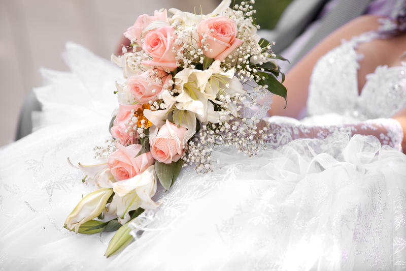 Mooi bruids boeket bij een huwelijk royalty-vrije stock afbeeldingen