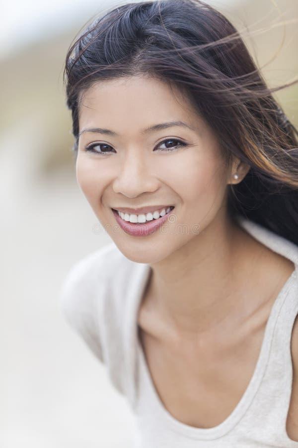 Mooi Chinees Aziatisch Jong Vrouwenmeisje stock foto