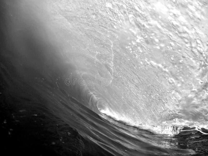 Mooi close-upschot van verbazende sterke oceaangolven in gedetailleerde nadruk - perfectioneer het surfen behang stock afbeeldingen
