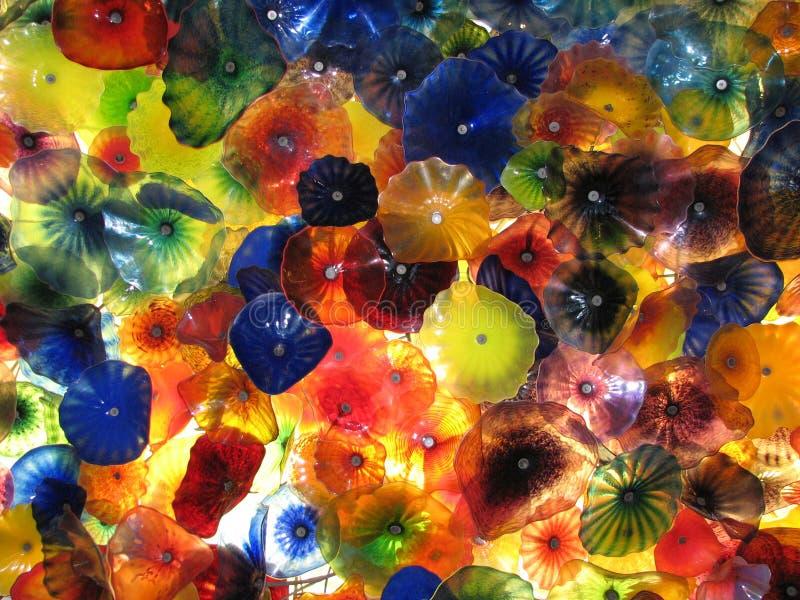Mooi dak dat uit glasbloemen wordt samengesteld in een hotel stock afbeeldingen