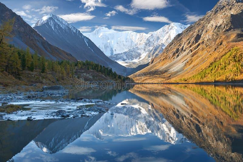 Mooi de herfstlandschap, Altai-bergen Rusland royalty-vrije stock fotografie