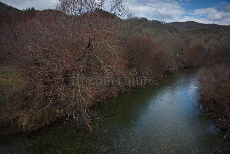 Mooi de herfstlandschap met rivier in Zagorohoria, Griekenland royalty-vrije stock foto