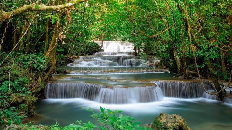 Mooi de watervallandschap van Huai Mae Khamin in Thailand royalty-vrije stock foto's