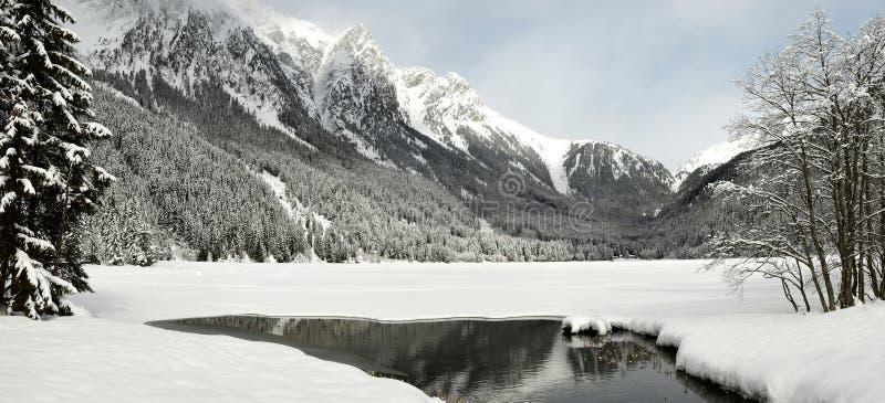 Mooi de winterlandschap bij Antholz-Meer, Italiaanse Alpen, Zuid-Tirol stock afbeelding