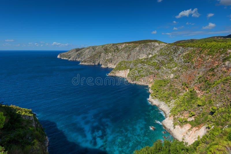 Mooi de zomerlandschap vanaf de bovenkant van de steile hellingen in Kampi op het Eiland Zakynthos, Griekenland stock afbeeldingen