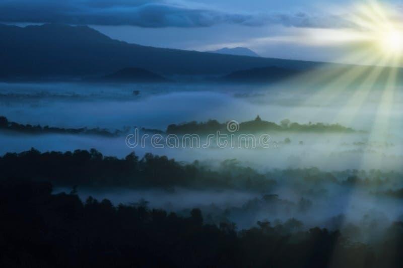 Mooi de zonsopganglandschap van Azië in Indonesië royalty-vrije stock foto's