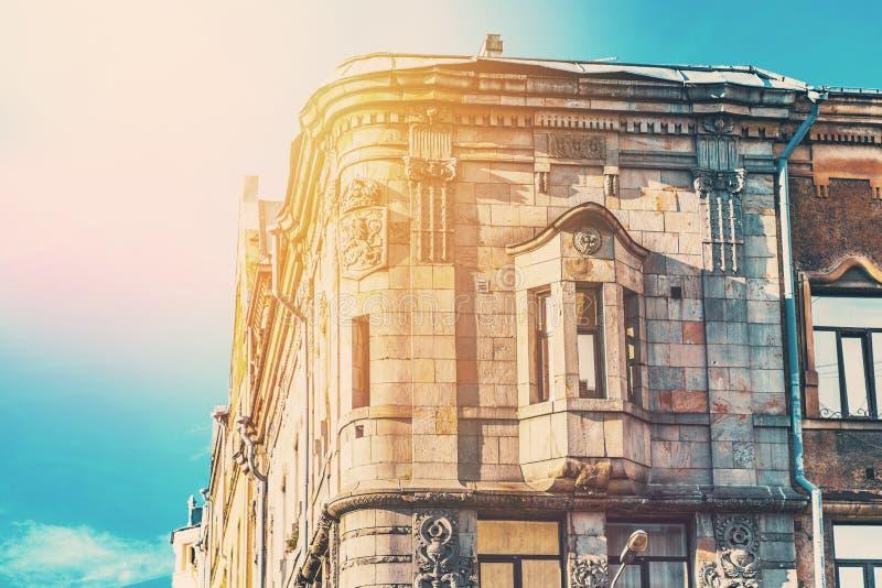 Mooi deel van het oude gebouw in de warme gloed in St. Petersburg royalty-vrije stock foto's
