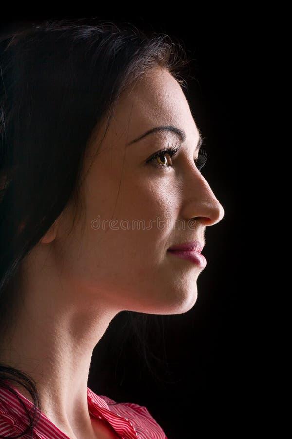 Mooi die vrouwenprofiel op zwarte wordt geïsoleerd stock foto