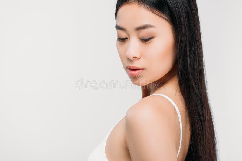 mooi donkerbruin Aziatisch geïsoleerd meisje stock foto