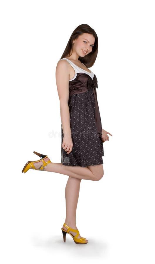 Mooi donkerbruin meisje in bruine kleding stock afbeeldingen