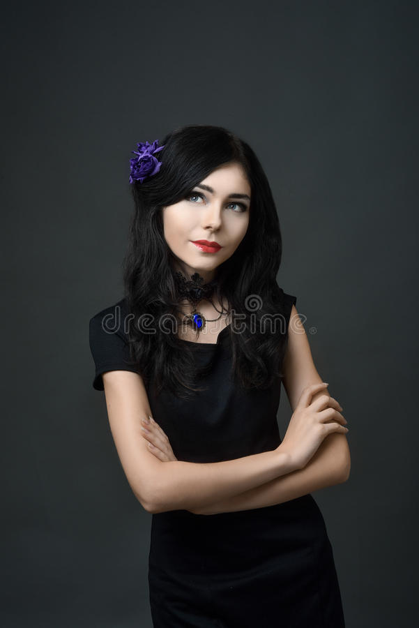 Mooi donkerbruin meisje met lang haar royalty-vrije stock afbeeldingen