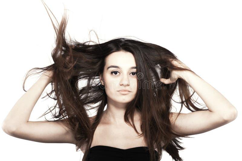 Mooi donkerbruin meisje met winderig haar stock afbeeldingen