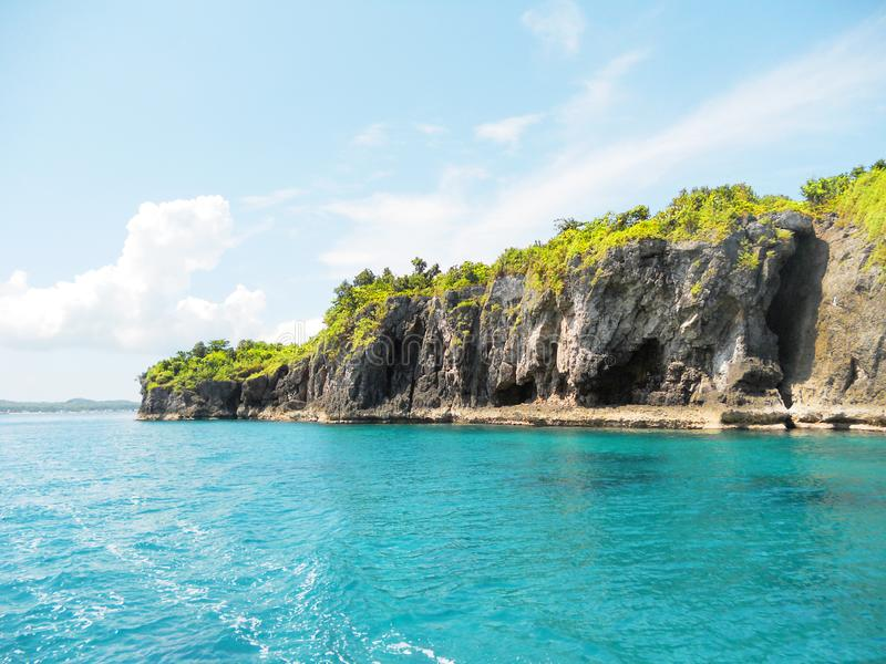 Mooi eiland met duidelijk water royalty-vrije stock afbeelding