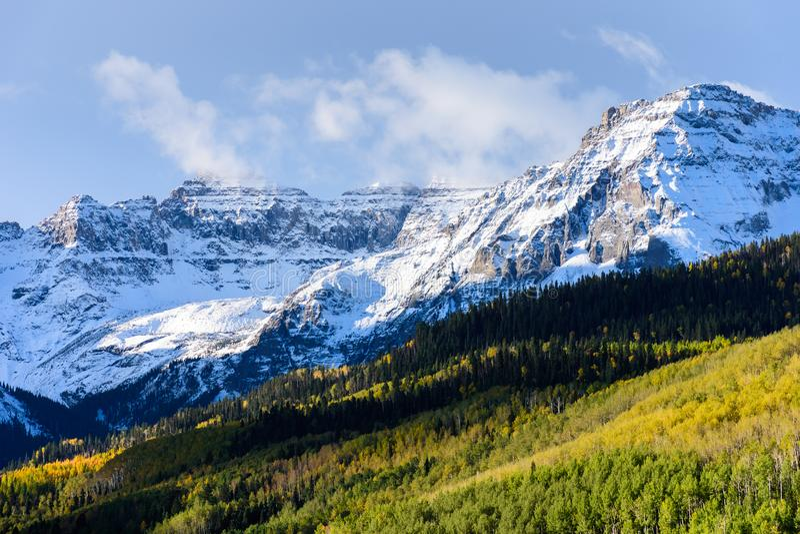 Mooi en Kleurrijk Colorado Rocky Mountain Autumn Scenery - royalty-vrije stock afbeeldingen