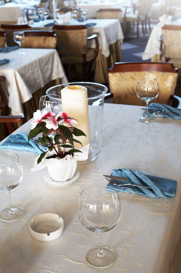 Mooi en luxueus restaurant stock foto's