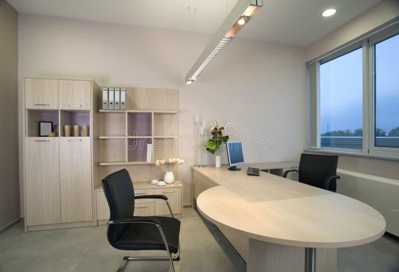 Mooi en modern bureau binnenlands ontwerp. stock foto