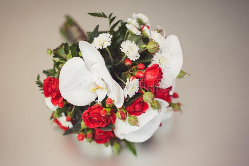 Mooi feestelijk boeket van bloemen stock afbeelding