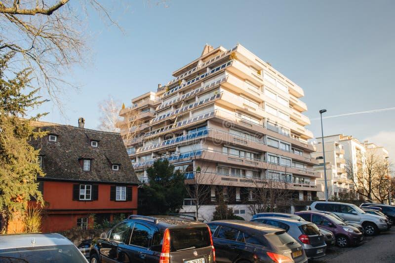 Mooi flatgebouw in centrum van Straatsburg royalty-vrije stock afbeelding
