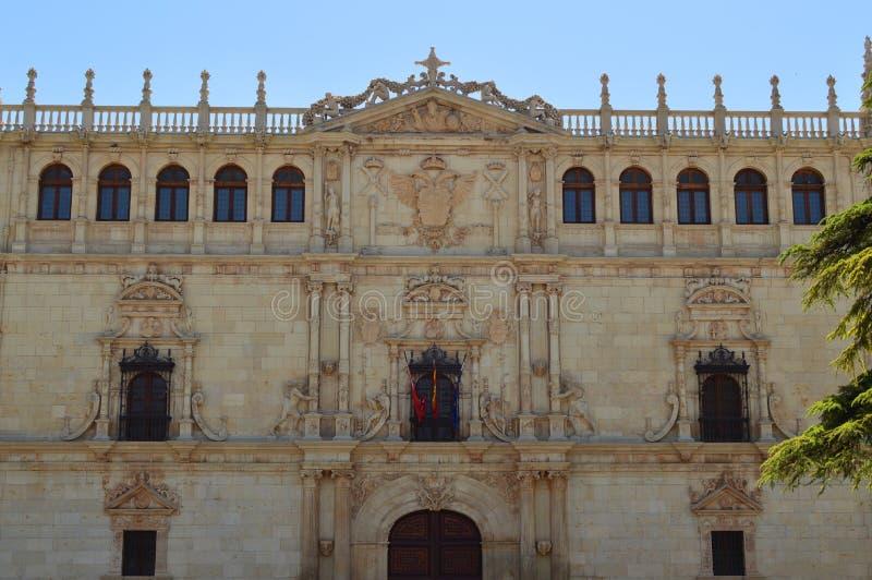 Mooi Front Facade Of The University van Alcala DE Henares De Geschiedenis van de architectuurreis royalty-vrije stock foto's
