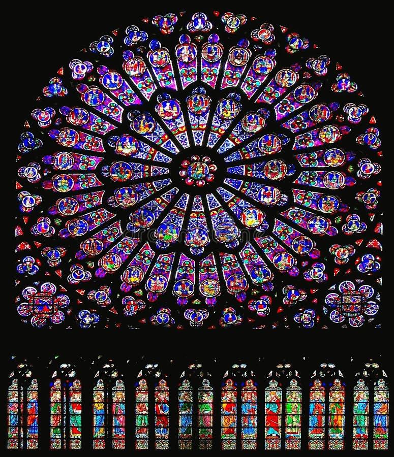 Mooi Gebrandschilderd glasvenster van Zuidendwarsschip in Notre Dame Cathedral, Parijs stock foto's