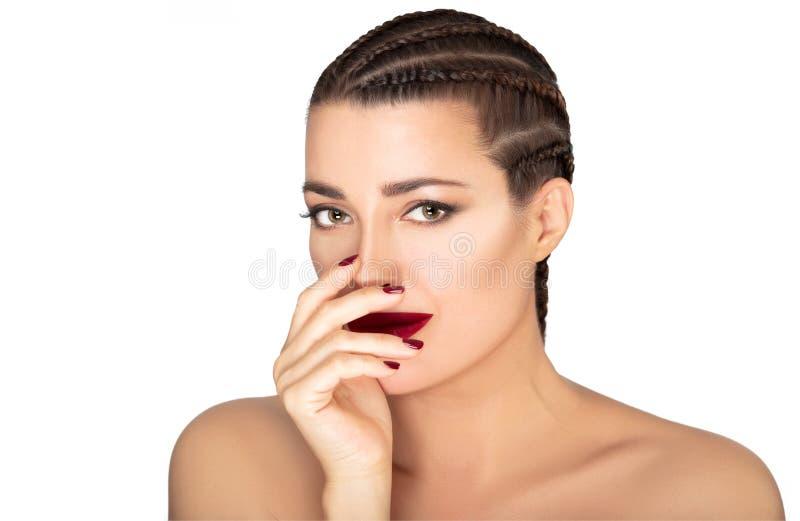 Mooi gevlecht haarmodel De schoonheidsportret van de vrouwenmislukking op wit royalty-vrije stock foto