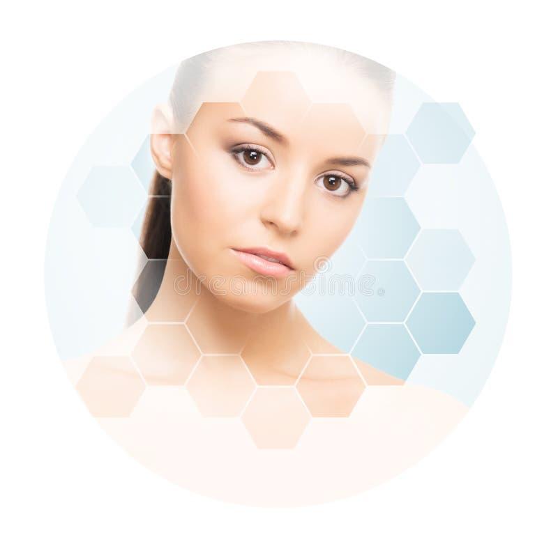 Mooi gezicht van jong en gezond meisje Plastische chirurgie, huidzorg, schoonheidsmiddelen en gezicht het opheffen concept stock fotografie