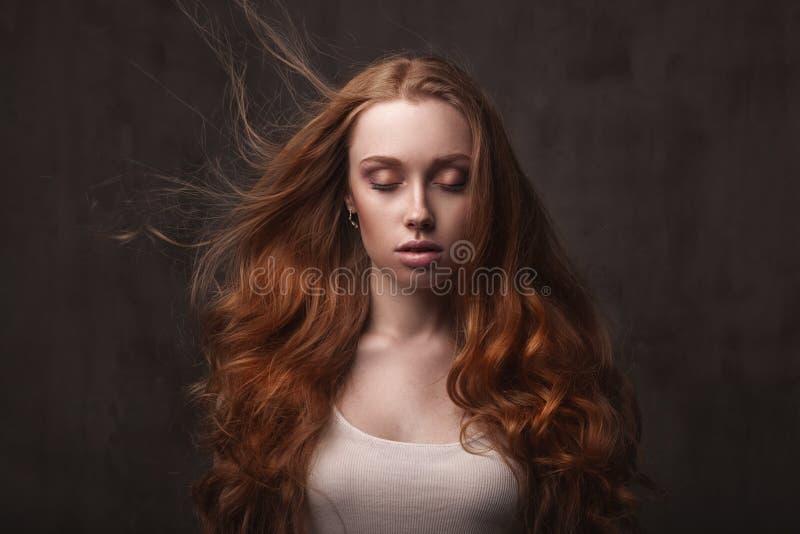 Mooi gezicht van jonge volwassen vrouw stock foto's