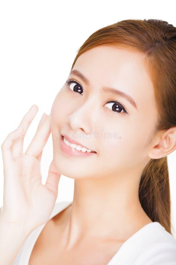 Mooi gezicht van jonge volwassen vrouw met schone verse huid stock afbeeldingen