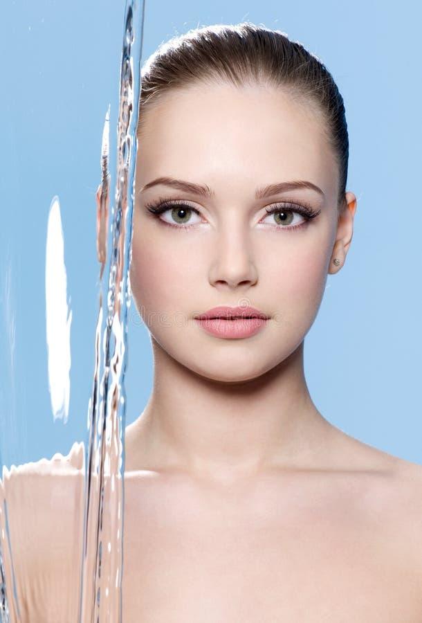 Mooi gezicht van vrouw met water royalty-vrije stock afbeeldingen