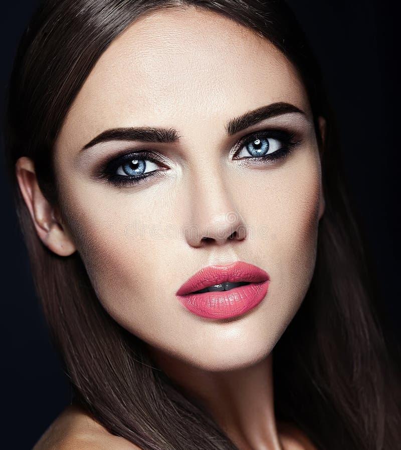 Mooi glamourmodel met verse dagelijkse make-up met stock foto's