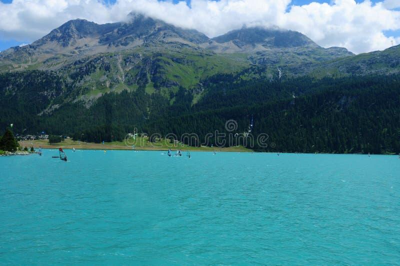 Mooi gletsjer-berg meer Silvaplana in de Zwitserse alpen van stock afbeeldingen