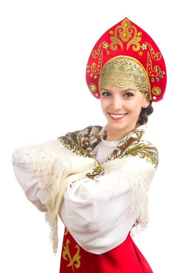 Mooi glimlachend Kaukasisch meisje in Russisch volkskostuum royalty-vrije stock fotografie