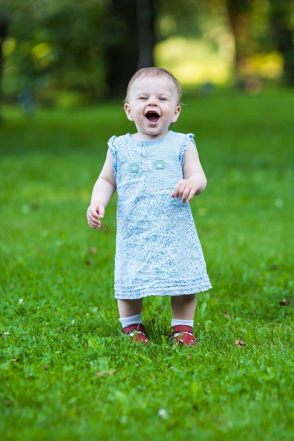 Mooi glimlachend leuk babymeisje royalty-vrije stock foto's