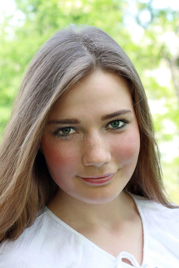 Mooi glimlachend meisje stock foto
