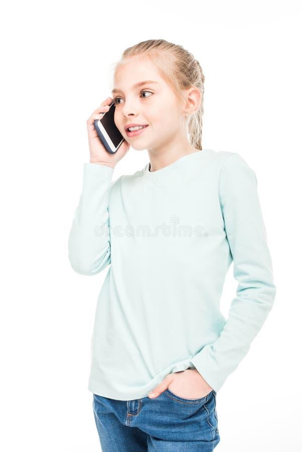 mooi glimlachend op smartphone spreken en meisje die weg kijken royalty-vrije stock afbeelding