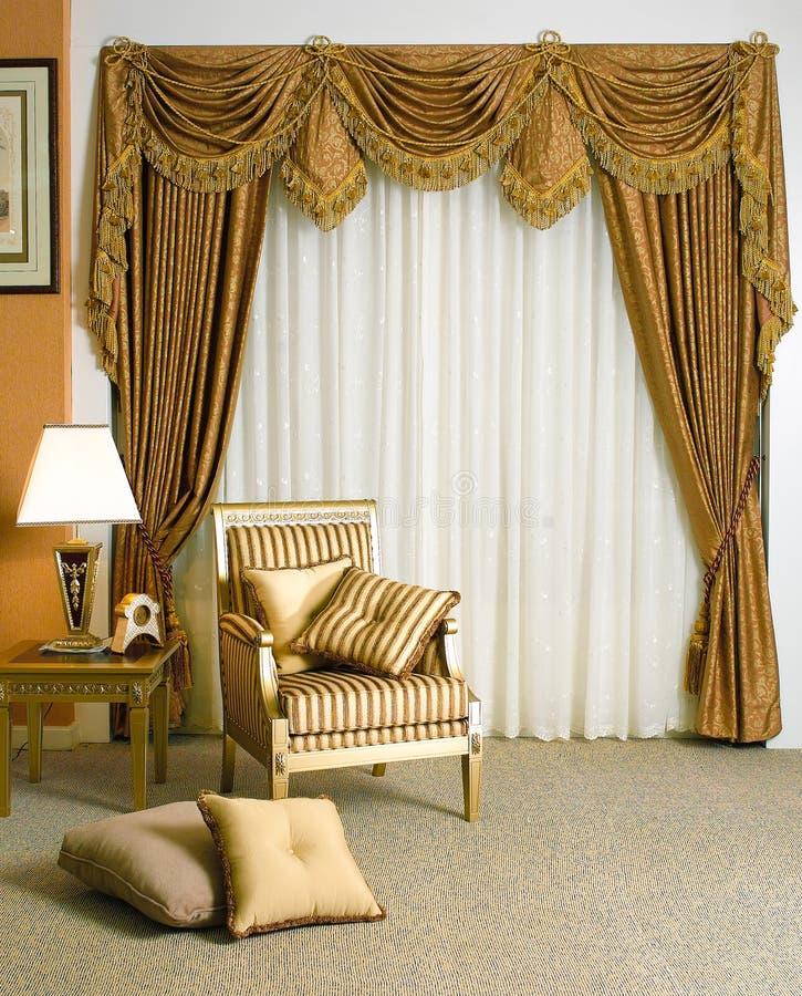 Mooi gordijn in woonkamer royalty-vrije stock foto