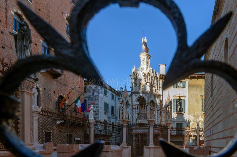Mooi gotisch funerary monument van Scaligeri-Graven in Verona stock foto