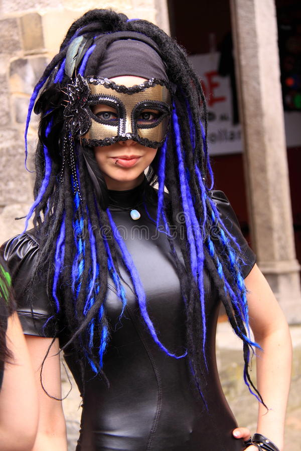 Mooi gotisch meisje met masker royalty-vrije stock fotografie