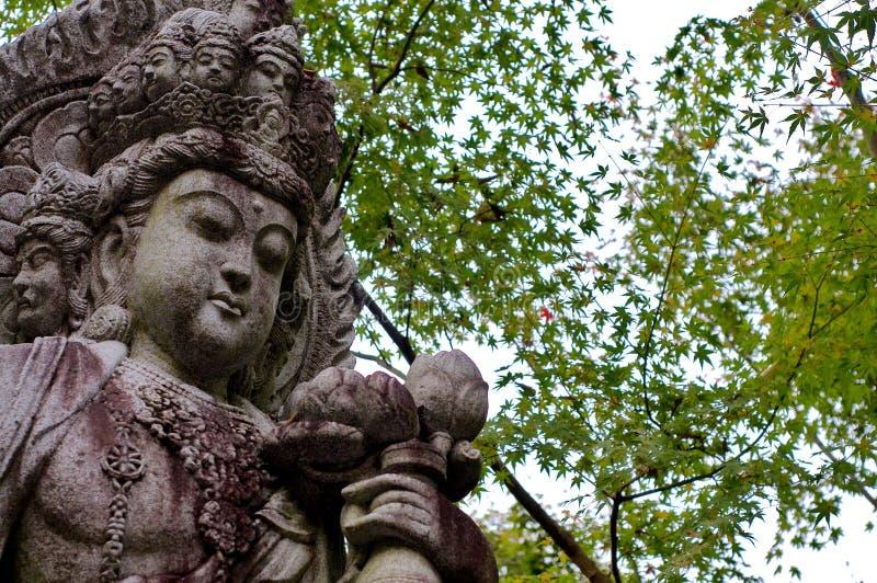 Mooi Guanyin-standbeeld bij Eikando-Tempel in Kyoto stock afbeelding